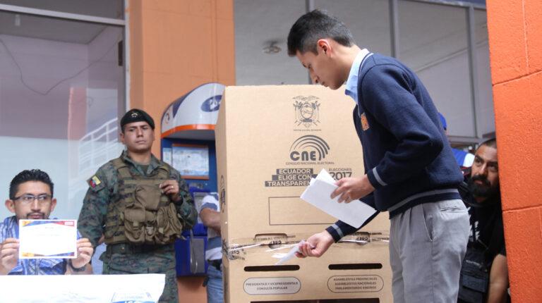 elecciones votacion ecuatorianos