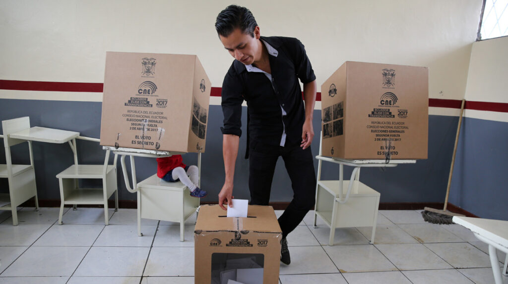 Contraloría vuelve a cuestionar los sistemas electorales