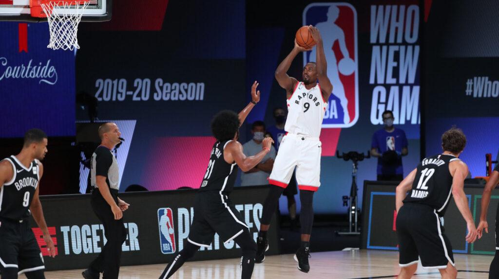 Los Raptors inician la defensa del título con un cómodo triunfo ante Nets