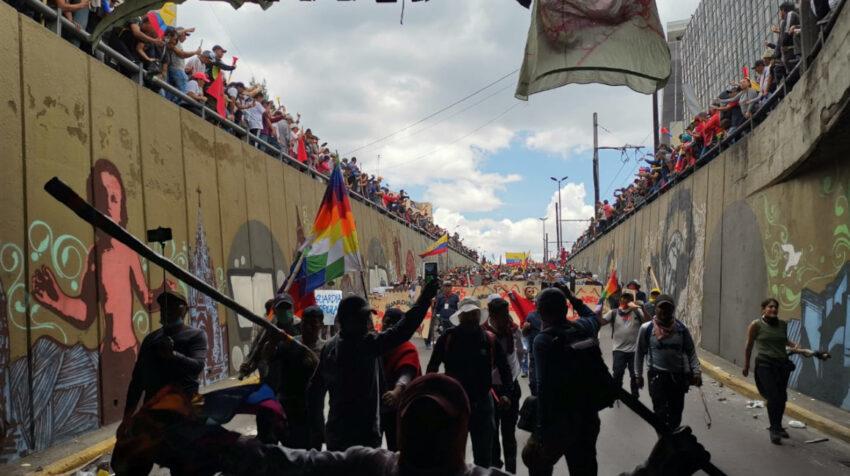 El 9 de octubre de 2019, el movimiento indígena marcha por el centro de Quito hacia Carondelet, en contra de las medidas económicas del Gobierno.