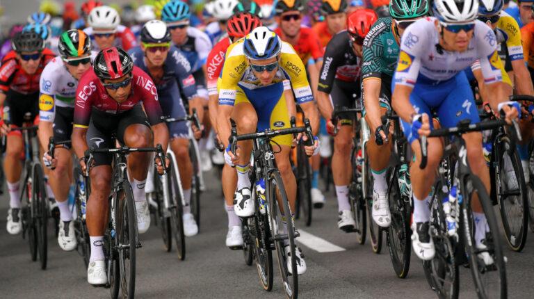 Jhonatan Narváez en el esprint de la segunda etapa del Tour de Valonia, que lo ganó Arnaud Démare, el lunes 17 de agosto de 2020.