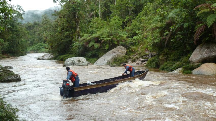 El río Machinaza se encuentra a una altitud de 854 metros sobre el nivel del mar.
