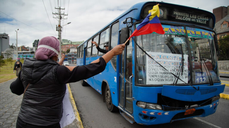 El 6 de julio de 2020, un grupo de transportistas realizó un plantón motorizado para pedir el ajuste de la tarifa de servicio de transporte en Quito.