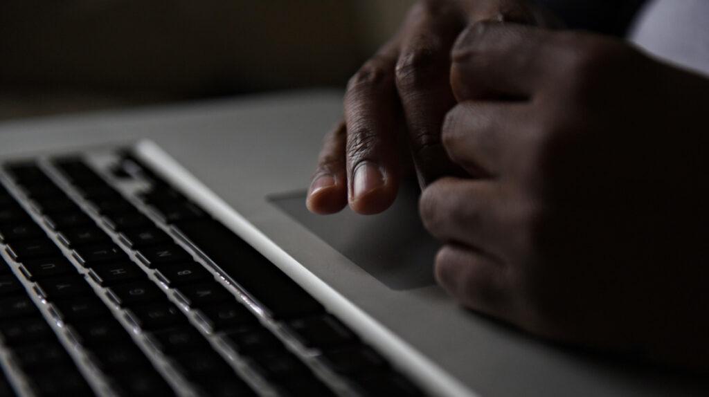 Padres de familia en alerta por casos de pornografía infantil en Ecuador