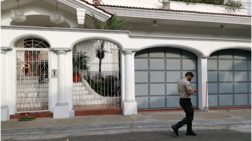 La casa de Abdalá Bucaram donde se habría realizado la transacción entre los extranjeros y Jacobo Bucaram, al norte de Guayaquil.