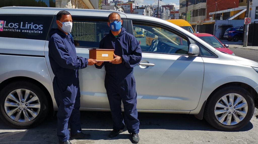 Operadores de crematorios trabajan al límite por aumento de muertes