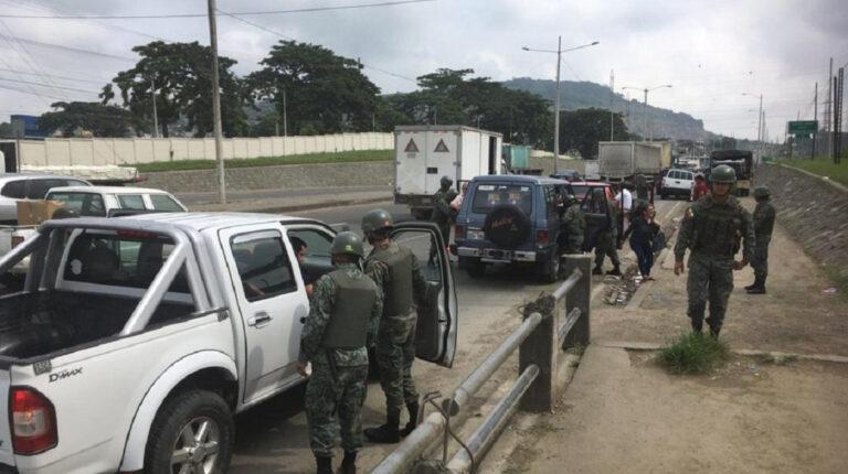 Imagen referencial. Militares en los exteriores de la Penitenciaría del Litoral el 14 de mayo de 2019.