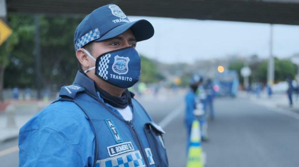 Intenso control de tránsito en Guayaquil por inicio de feriado