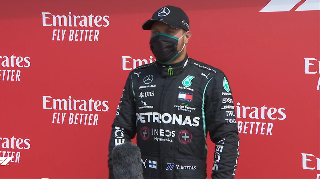 Bottas le gana 'pole position' a Hamilton y saldrá primero en Silverstone
