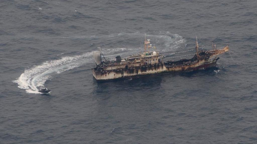 Flota china pesca a 413 kilómetros de las Islas Galápagos