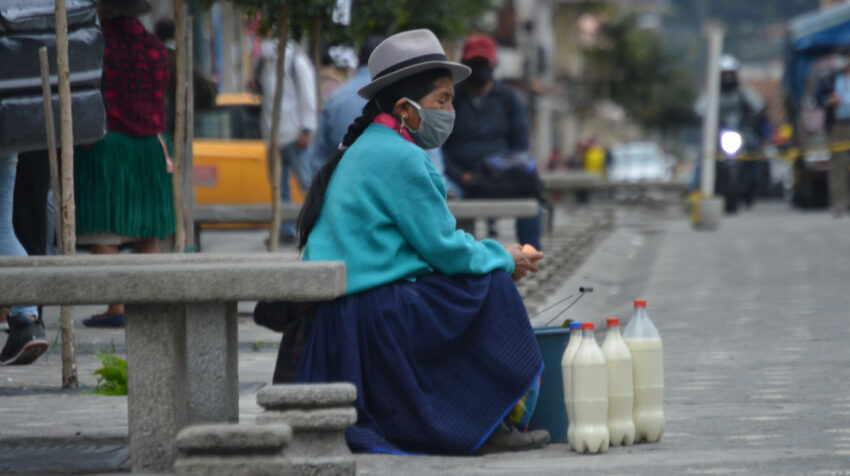 Una mujer en el centro de Cuenca el 6 de agosto de 2020.