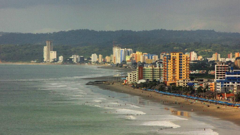 Tres zonas costeras de Ecuador, en riesgo de desaparecer en 2050, según estudio