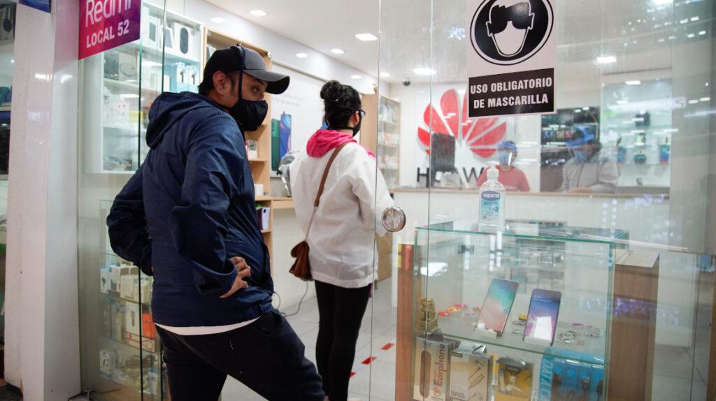 La importación de celulares y computadoras crece en Ecuador