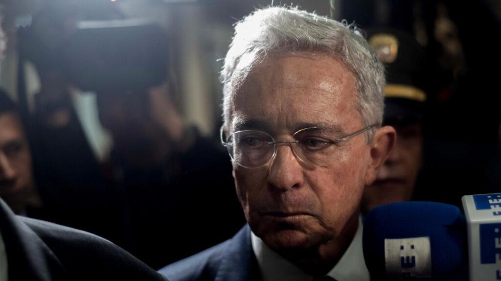 Jueza ordena libertad del expresidente Álvaro Uribe