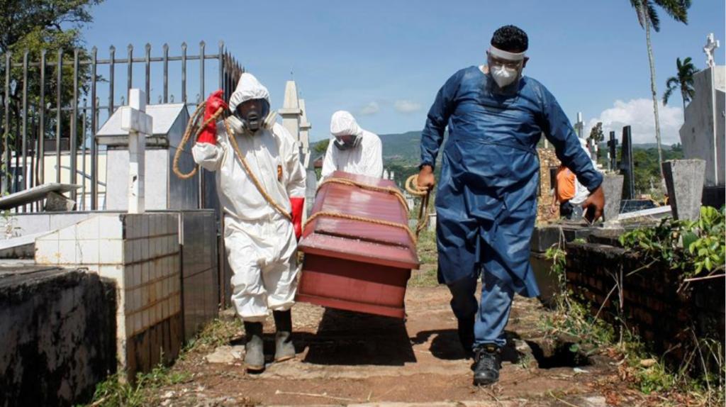 Pandemia registra la cifra más alta de contagios y muertes diarias