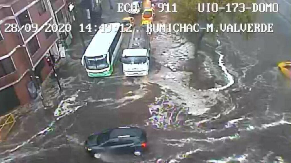 13 barrios del sur de Quito inundados por fuertes lluvias