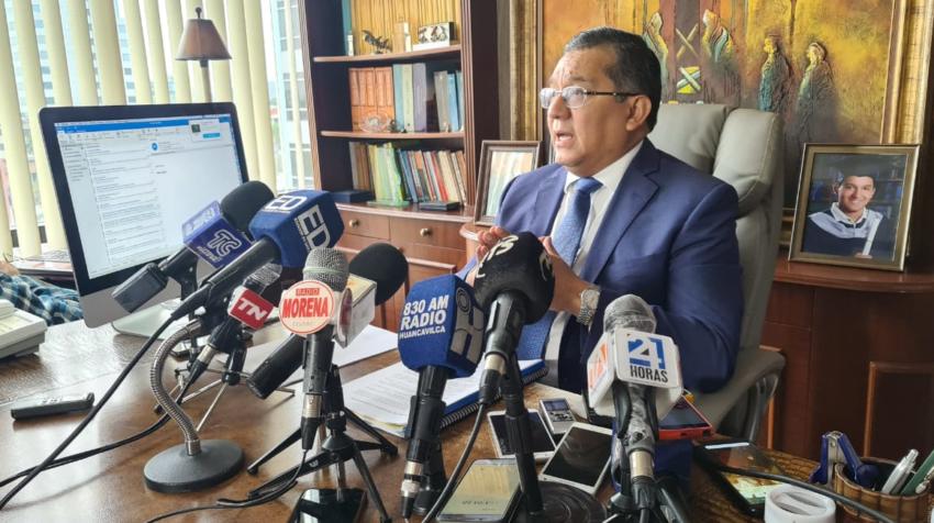 Joffre Campaña, abogado de las concesionarias de las vías de Guayas, durante su rueda de prensa este 28 de septiembre de 2020.