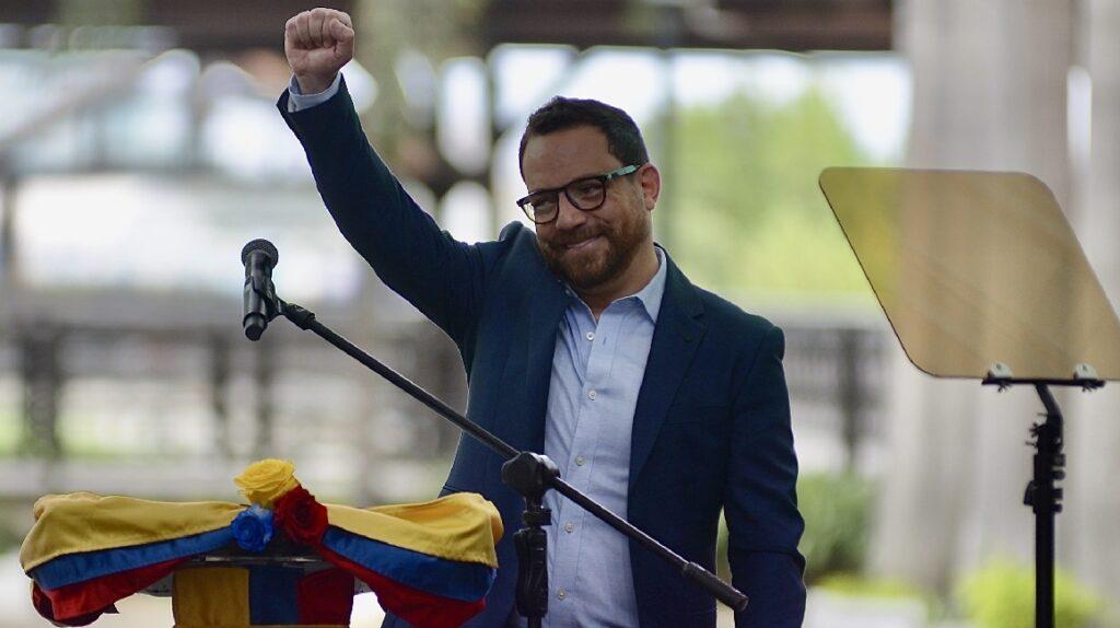 Juan Fernando Velasco renuncia al Ministerio de Cultura