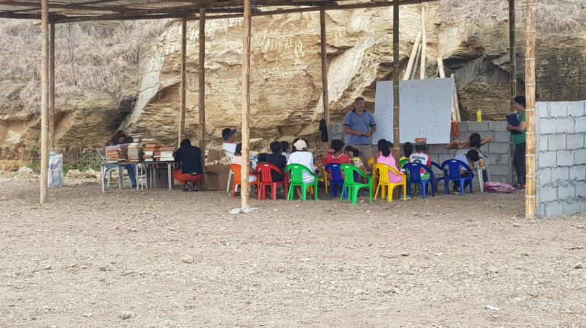 La escuela improvisada de la cooperativa Ciudad de Dios, en Monte Sinaí, Guayaquil, en agosto de 2020.