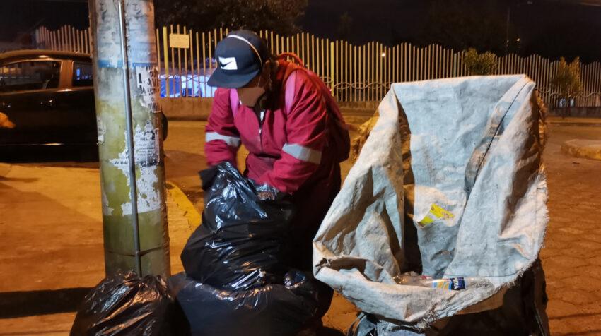 Elbia Pisuña busca materiales de reciclaje el miércoles 23 de septiembre de 2020.