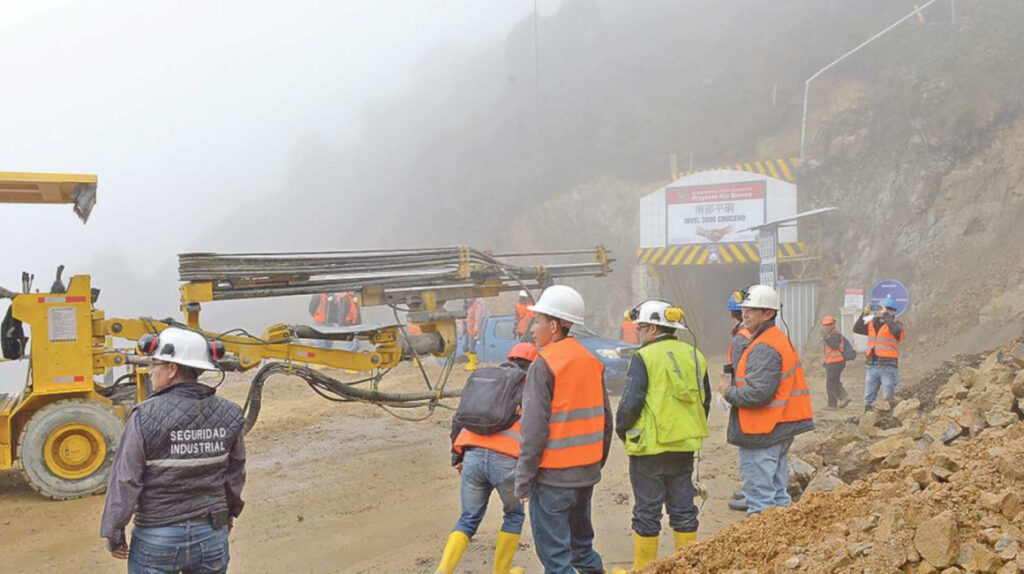 Avance de tres proyectos mineros, en riesgo por consulta popular en Azuay