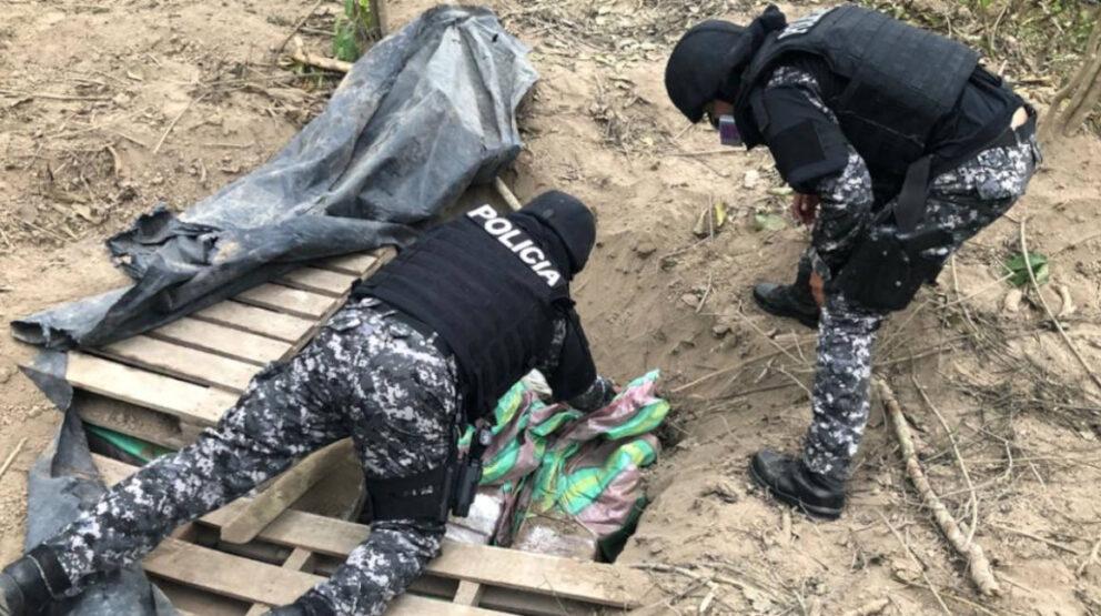 El 27 de agosto de 2020, la Policía Nacional encontró una pista clandestina en el cantón Jipijapa de Manabí y decomisó tres toneladas de droga.