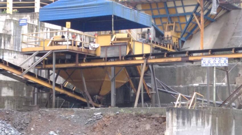 Vista de una instalación de trabajo de la Asociación Minera 12 de Octubre, en Ponce Enríquez, en septiembre de 2020.
