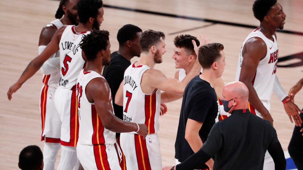 El novato Herro pone a Miami Heat a un triunfo de las finales de la NBA