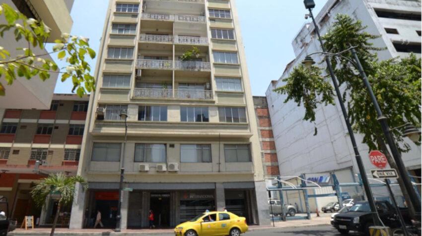 Edificio del Decevale, en las calles Pichincha 334 y Elizalde, centro de Guayaquil, el 22 de septiembre de 2020.