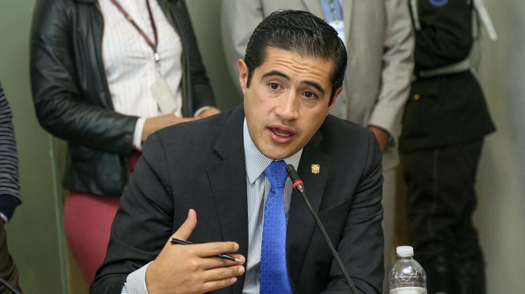 CAL aprueba cinco pedidos de juicio político contra Richard Martínez