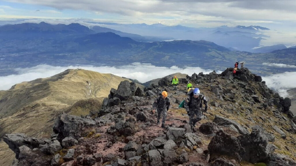 Rescatan a siete excursionistas tras quedar atrapados en el volcán Cotacachi