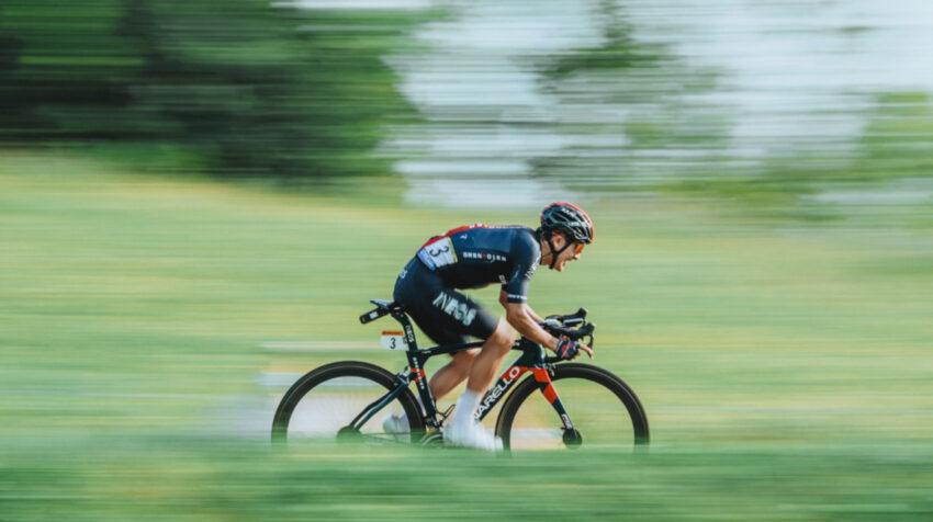 Una imagen que refleja el esfuerzo de Richard Carapaz en las tres etapas en los Alpes durante el Tour de Francia 2020. Ahora el carchense intentará ganar la Vuelta a España.