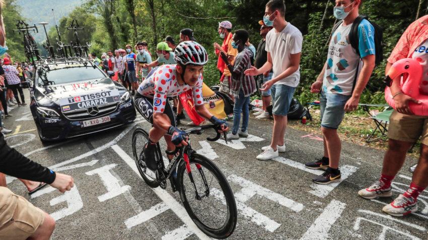 Richard Carapaz en el ascenso al último puerto de la Etapa 20 del Tour de Francia, el sábado 19 de septiembre de 2020.