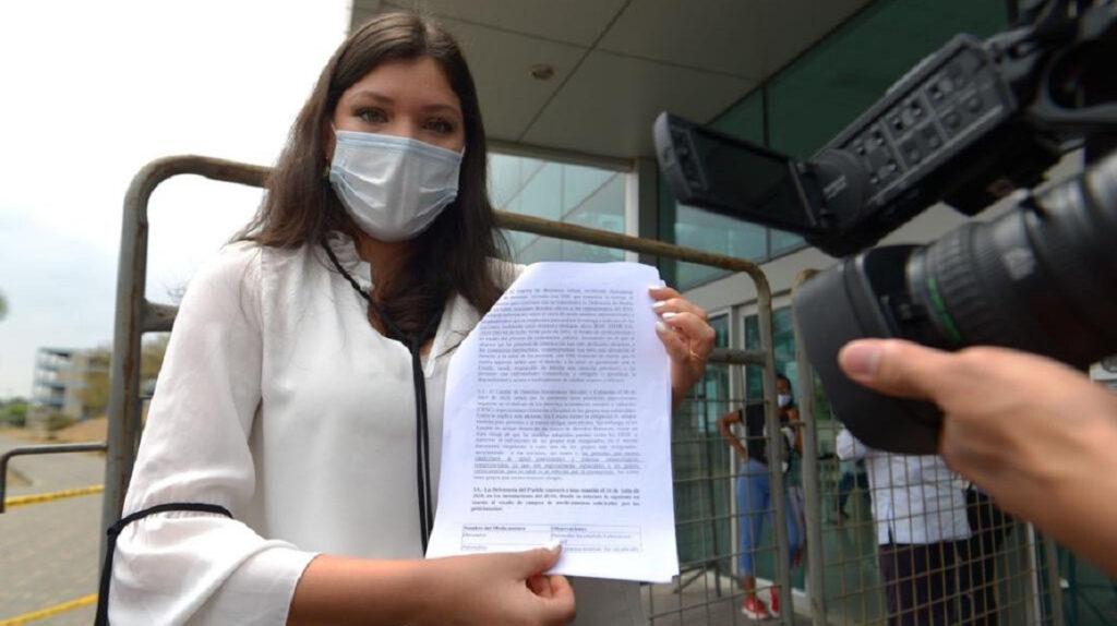 Defensoría demanda al IESS por falta de fármacos contra VIH