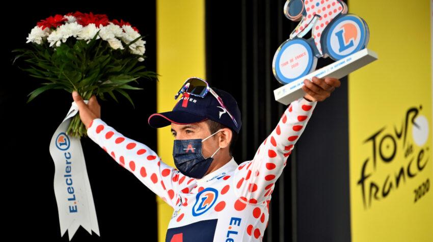 Richard Carapaz es premiado como líder de la montaña en la Etapa 19 del Tour de Francia, el viernes 18 de septiembre de 2020.
