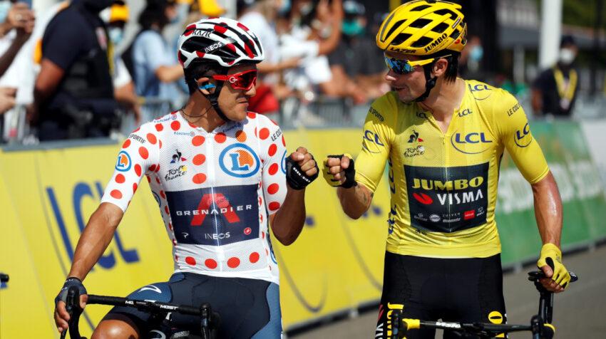 Richard Carapaz junto a Primoz Roglic en la partida de la Etapa 19 del Tour de Francia, el viernes 18 de septiembre de 2020.