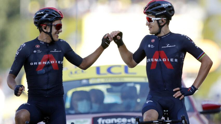 Richard Carapaz y Michał Kwiatkowski llegan juntos a la meta en la Etapa 18 del Tour de Francia, el jueves 17 de septiembre de 2020.