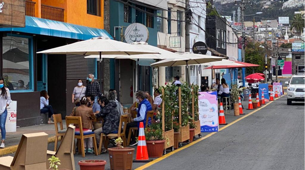 Municipio de Quito reduce aforos en comercios, bancos y locales de ocio