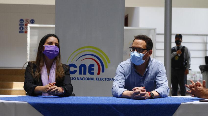 Ana María Pesántez y Juan Fernando Velasco, binomio de Ruptura, durante la aceptación de su candidatura el 2 de septiembre de 2020.
