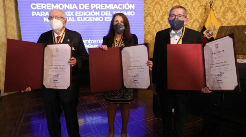 Katya Romoleroux, Juan Valdano y Álvaro Manzano y ganadores del Premio Nacional Eugenio Espejo, 16 de septiembre de 2020.