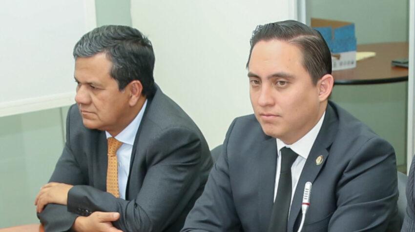 Eliseo Azuero y Daniel Mendoza durante la sesión de la Comisión de Fiscalización, del 12 de diciembre de 2019.