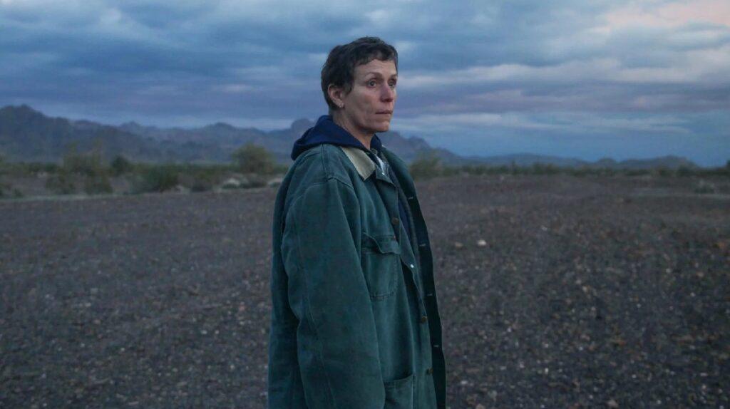 """""""Nomadland"""" y series de Netflix triunfan en los Globos de Oro 2021"""