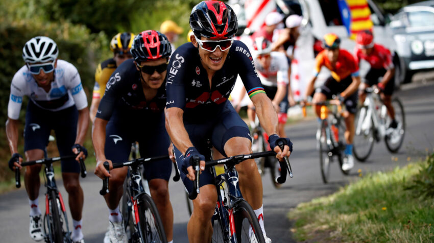 Michal Kwiatkowski, Richard Carapaz y Egan Bernal, en el ascenso al Puy Mary, en la Etapa 13 del Tour de Francia, el viernes 11 de septiembre de 2020.