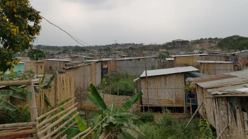 Las casas de caña de Ciudad de Dios, en Monte Sinaí, al norte de Guayaquil, el pasado 10 de septiembre de 2020.