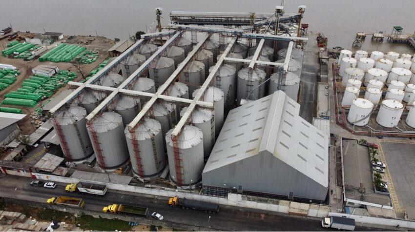 Vista panorámica de la empresa Ecuatoriana de Granos (Ecuagran S.A.), al sur de Guayaquil, el 10 de septiembre de 2020.