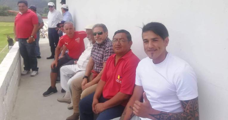 Norberto Araujo, exjugador de Liga, visitó a los jóvenes en la escuela en 2019.
