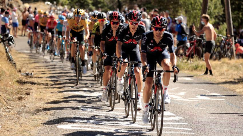 El tren del Ineos Grenadiers, con Richard Carapaz, controlando la Etapa 6 del Tour de Francia 2020, el jueves 3 de septiembre de 2020.