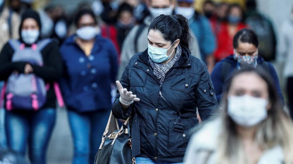 ¿Usar mascarillas puede reducir la carga viral del Covid-19?