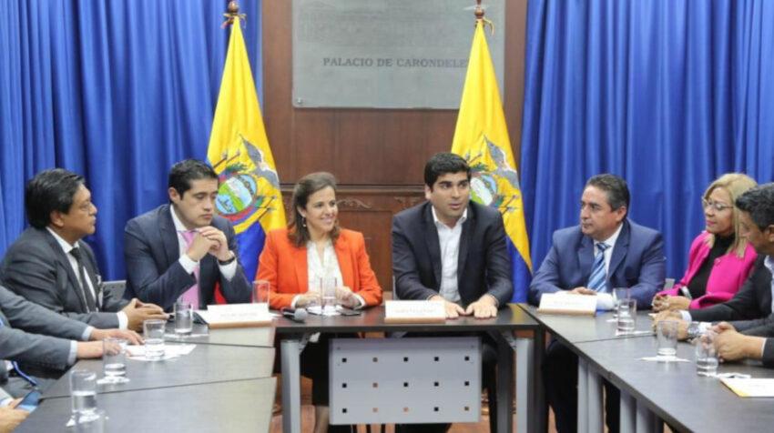 El 8 de diciembre de 2019, junto con el entonces vicepresidente Otto Sonnenholzner, Romo y Martínez se reunieron con las autoridades locales del país para hablar sobre las deudas del gobierno.