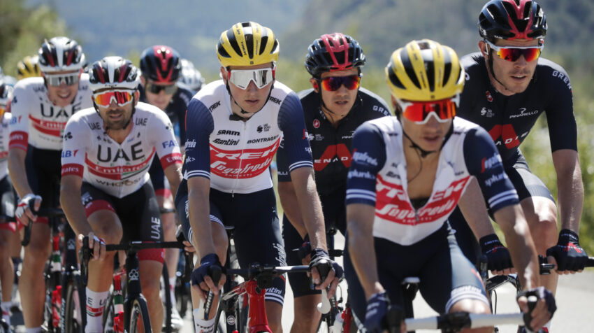 Richard Carapaz, en el pelotón de la Etapa 4 del Tour de Francia, el martes 1 de septiembre de 2020.